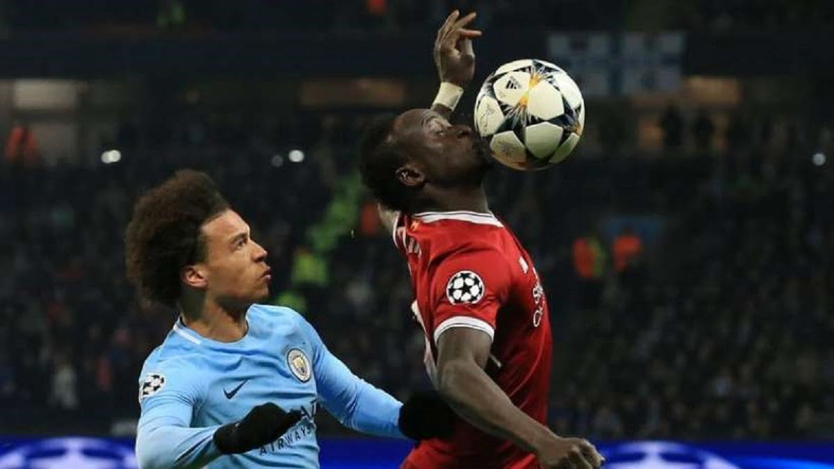 Sadio Mané ( élu meilleur africain 2019) à la lutte avec Leroy Sané lors de la rencontre entre Liverpool et Manchester City