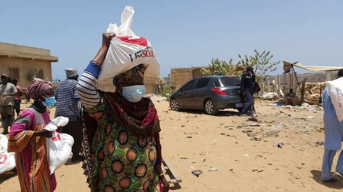 UNISOCIAL Sénégal : Don de 350 kits alimentaires à Mbeubeuss par l'Église Universelle du Royaume de Dieu (en images) 2