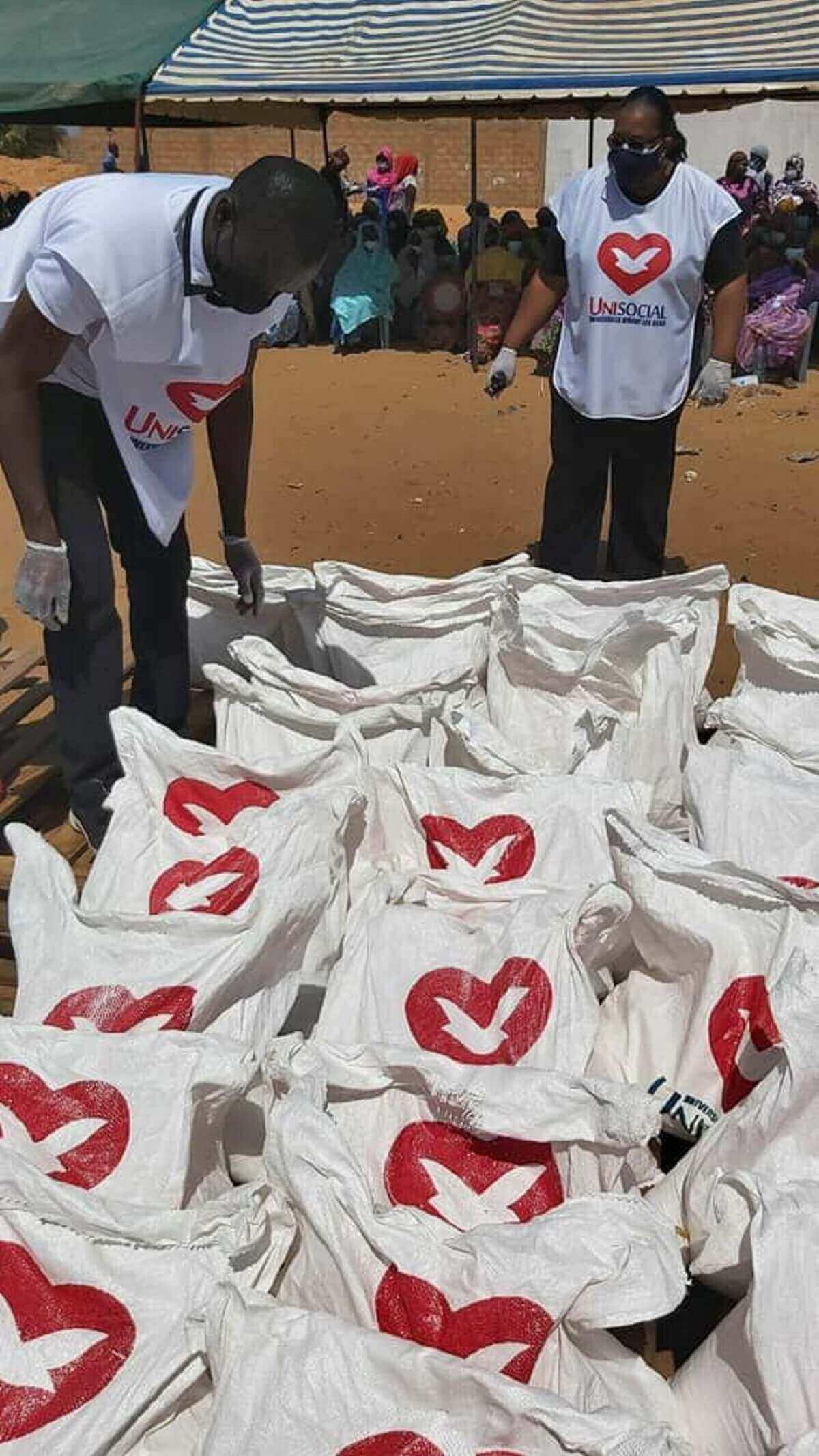 UNISOCIAL Sénégal : Don de 350 kits alimentaires à Mbeubeuss par l'Église Universelle du Royaume de Dieu (en images) 3